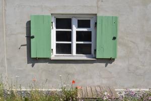 window-1479595_960_720